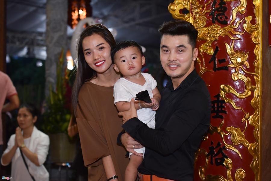 Tran Thanh va dan sao Viet tap nap cung To tai den tho cua Hoai Linh hinh anh 5