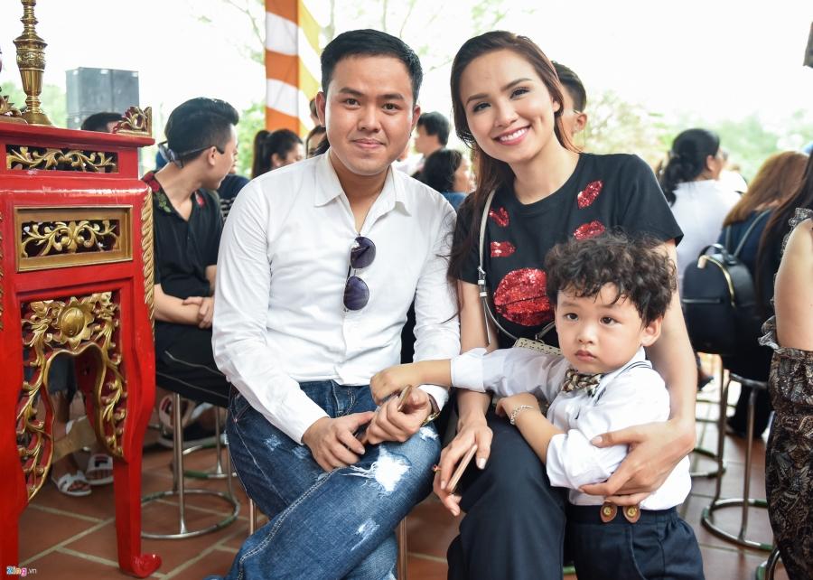 Tran Thanh va dan sao Viet tap nap cung To tai den tho cua Hoai Linh hinh anh 9