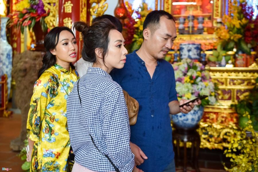Tran Thanh va dan sao Viet tap nap cung To tai den tho cua Hoai Linh hinh anh 10