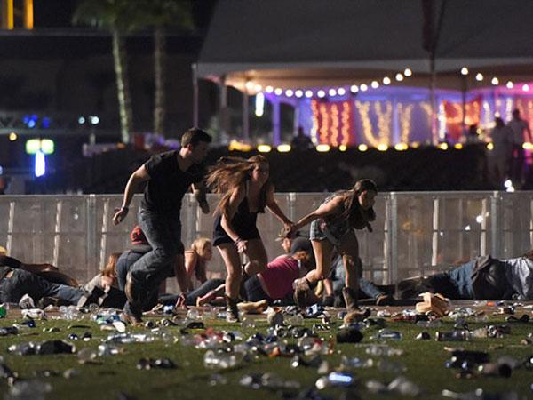 Đám đông la hét, hoảng sợ và giẫm đạp lên nhau trong hiện trường vụ xả súng lễ hội âm nhạc Las Vegas