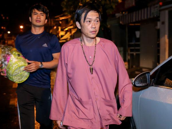Danh hài Hoài Linh đến từ biệt nghệ sĩ Khánh Nam lúc 1h sáng
