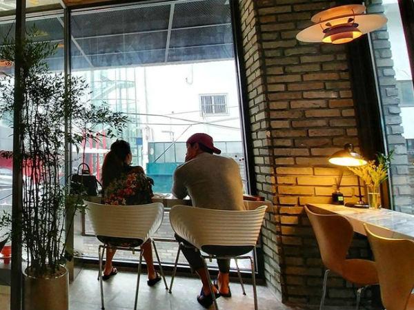 Rain và Kim Tae Hee tận hưởng khoảnh khắc bình yên ở quán cafe