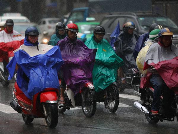 Sài Gòn mưa cả ngày lẫn đêm, chuẩn bị đón triều cường