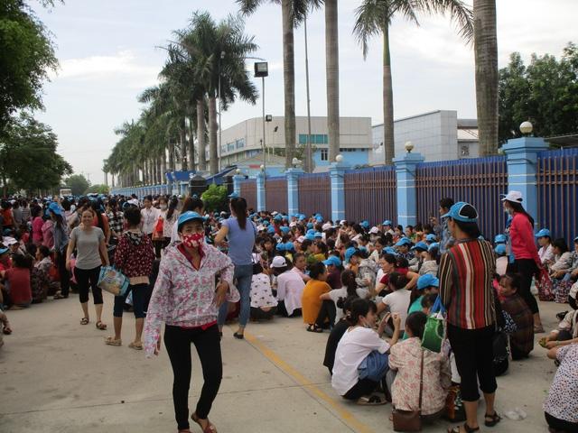 8.000 công nhân đình công vì không có chỗ gửi xe - Ảnh 2.
