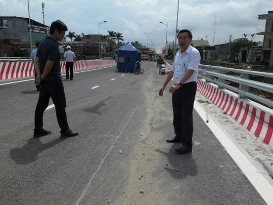 Cầu vượt 1.310 tỉ đồng chưa khánh thành đã nứt do... thời tiết - Ảnh 1.