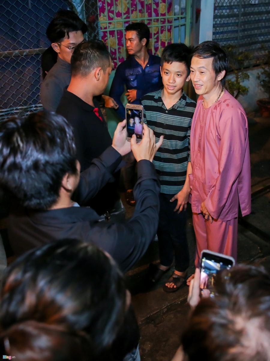 Danh hai Hoai Linh den tu biet nghe si Khanh Nam luc 1h sang hinh anh 9