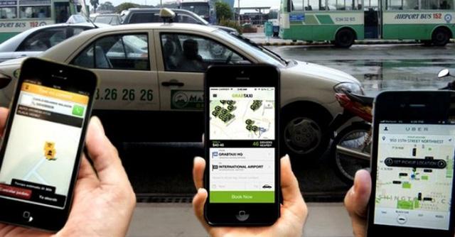 Việc người dân lựa chọn Uber, Grab để sử dụng đang khiến taxi truyền thống lâm vào khó khăn trong thời gian qua