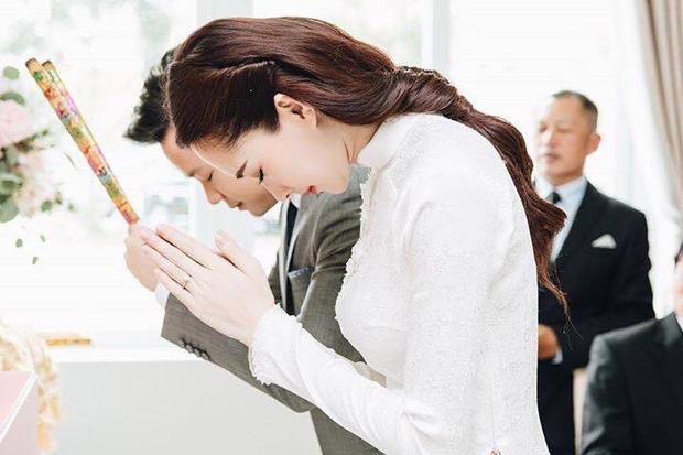Hé lộ loạt ảnh Hoa hậu Thu Thảo đẹp tựa nữ thần, rạng rỡ bên ông xã Trung Tín trong ngày ăn hỏi - Ảnh 5.