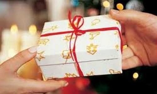 Muốn tặng người cũ món quà lớn để bù lại 5 năm yêu tôi cơ cực