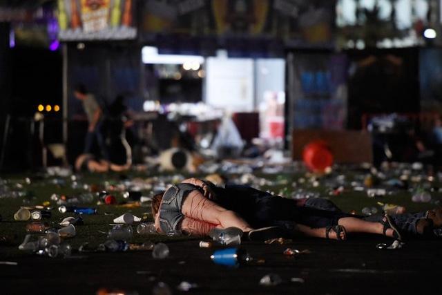 Người thiệt mạng hoặc bị thương nằm la liệt. (Ảnh: Getty)