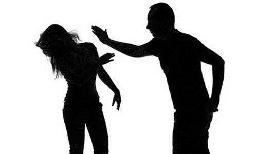 Tôi đánh vợ là đúng hay sai