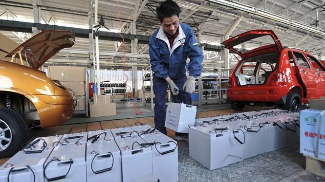 Đợt bùng nổ xe điện ở Trung Quốc sắp kéo theo cả núi pin rác  /// Ảnh: Reuters