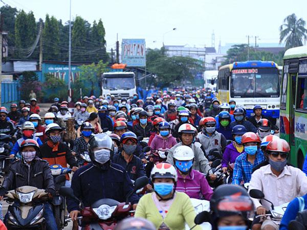 Quốc lộ 1 ùn ứ vì tài xế trả tiền lẻ qua trạm BOT tránh Biên Hòa