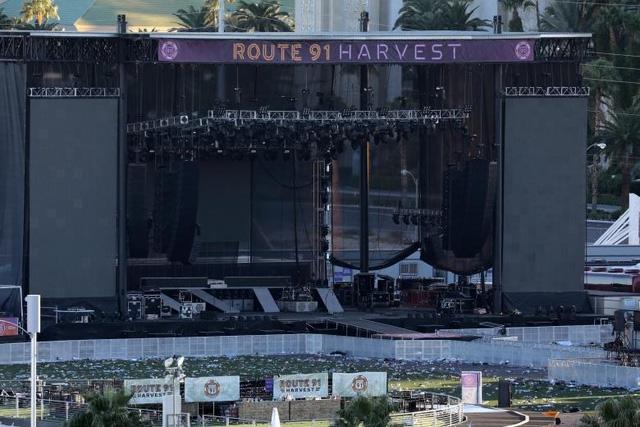 Sân khấu biểu diễn nơi xảy ra vụ xả súng (Ảnh: Reuters)