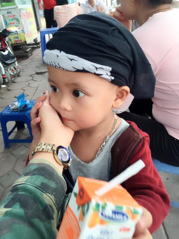 Bà mẹ đơn thân 9X dẫn con trai 3 tuổi đi phượt Tuyên Quang để thực hiện uớc mơ cho con xem lễ hội đèn lồng một lần - Ảnh 3.