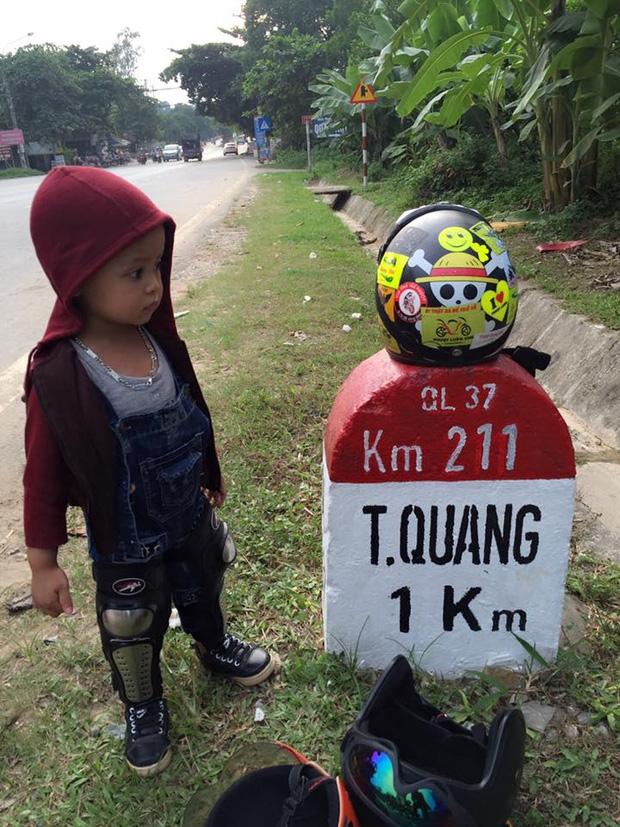 Bà mẹ đơn thân 9X dẫn con trai 3 tuổi đi phượt Tuyên Quang để thực hiện uớc mơ cho con xem lễ hội đèn lồng một lần - Ảnh 4.