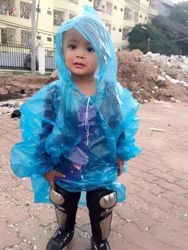 Bà mẹ đơn thân 9X dẫn con trai 3 tuổi đi phượt Tuyên Quang để thực hiện uớc mơ cho con xem lễ hội đèn lồng một lần - Ảnh 6.