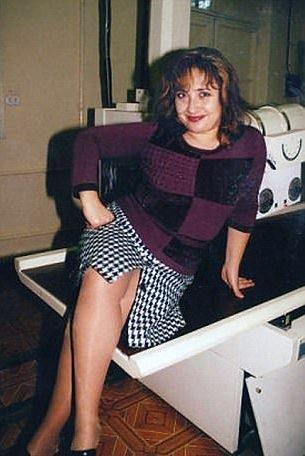 Natalia là người rất ghen tuông và có thể điều khiển được chồng.