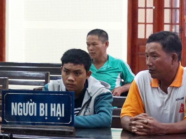 Bị hại Lữ Văn Thương bị tổn hại 44% sức khỏe do lĩnh 15 nhát chém của Bền