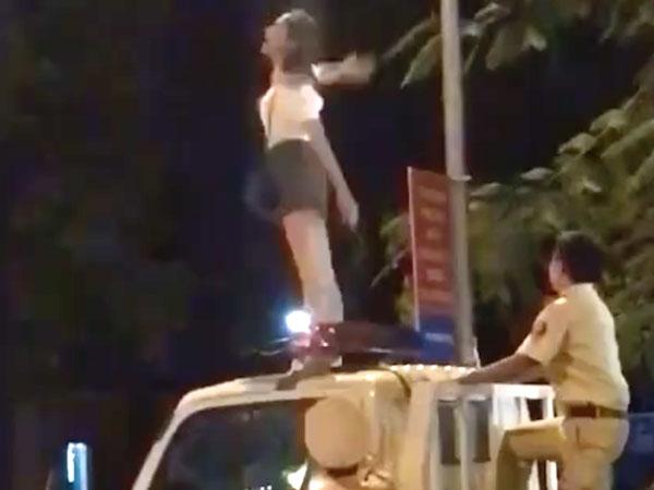 Nam Định: Cô gái trèo lên nóc xe CSGT nhảy múa la hét