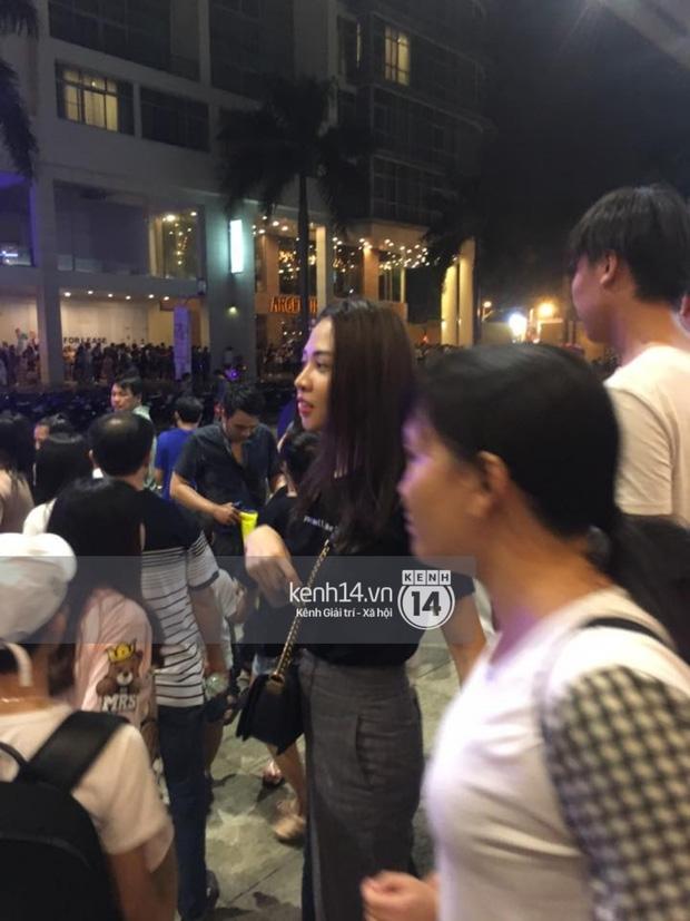 Bắt gặp Đàm Thu Trang đưa bé Subeo đi chơi Trung Thu - 1