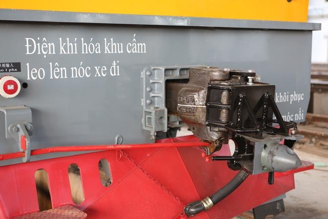 Cận cảnh hàng chục toa tàu được lắp đặt ở đường sắt trên cao Hà Đông - Cát Linh  - Ảnh 7.