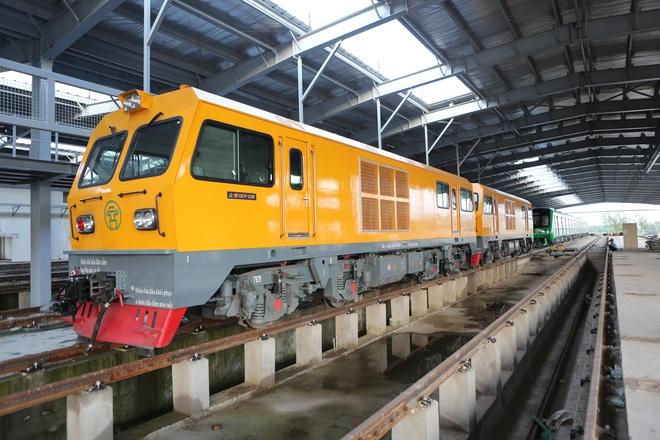 Cận cảnh hàng chục toa tàu được lắp đặt ở đường sắt trên cao Hà Đông - Cát Linh  - Ảnh 9.