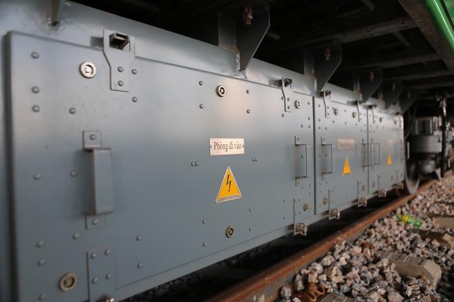 Cận cảnh hàng chục toa tàu được lắp đặt ở đường sắt trên cao Hà Đông - Cát Linh  - Ảnh 10.