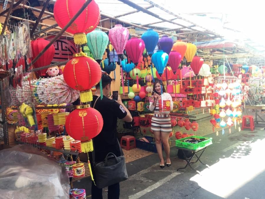 chen chan mua voi qua trung thu tieu thuong pho den long hot bac trieu
