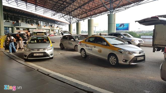 Cuoc chien cuoc san bay cua taxi truyen thong va Uber, Grab o Ha Noi hinh anh 1