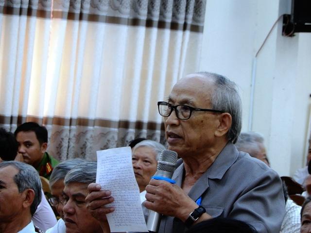 Cử tri Đặng Vân nêu ý kiến tại buổi tiếp xúc cử tri