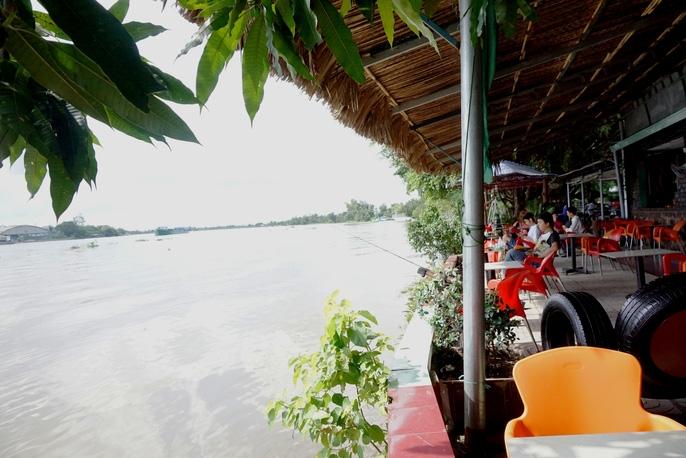 Kinh hãi 27 căn nhà sắp tuột xuống sông Sài Gòn! - Ảnh 3.