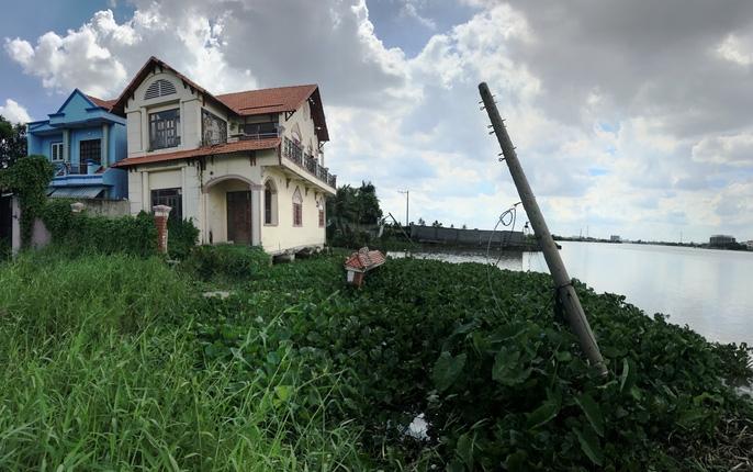 Kinh hãi 27 căn nhà sắp tuột xuống sông Sài Gòn! - Ảnh 5.