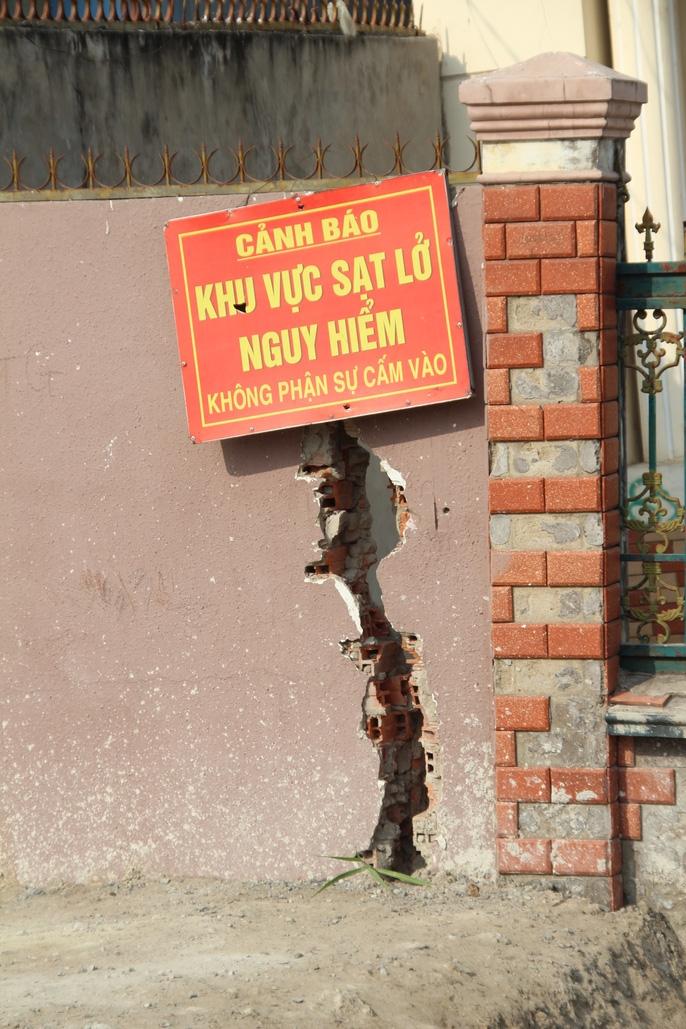 Kinh hãi 27 căn nhà sắp tuột xuống sông Sài Gòn! - Ảnh 8.