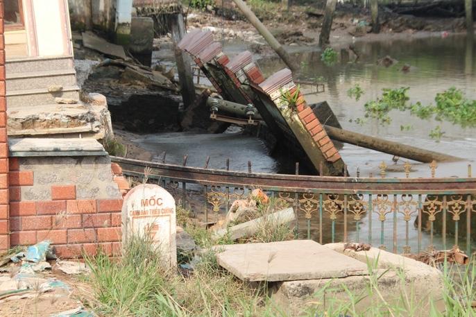 Kinh hãi 27 căn nhà sắp tuột xuống sông Sài Gòn! - Ảnh 9.