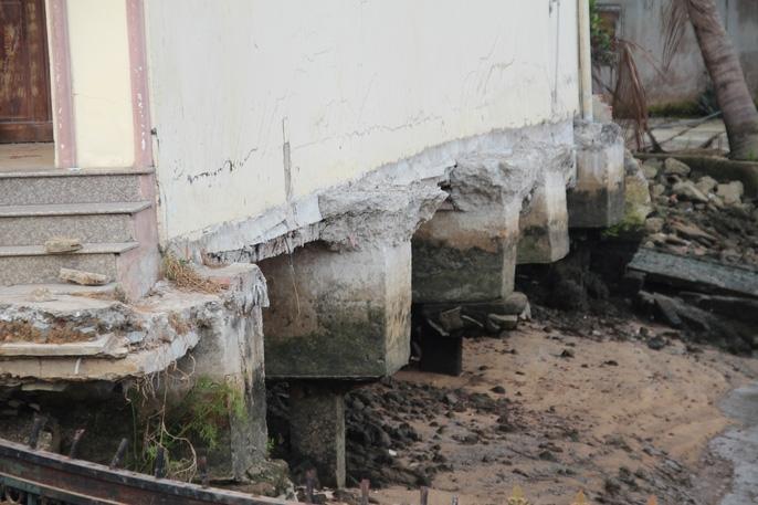 Kinh hãi 27 căn nhà sắp tuột xuống sông Sài Gòn! - Ảnh 11.