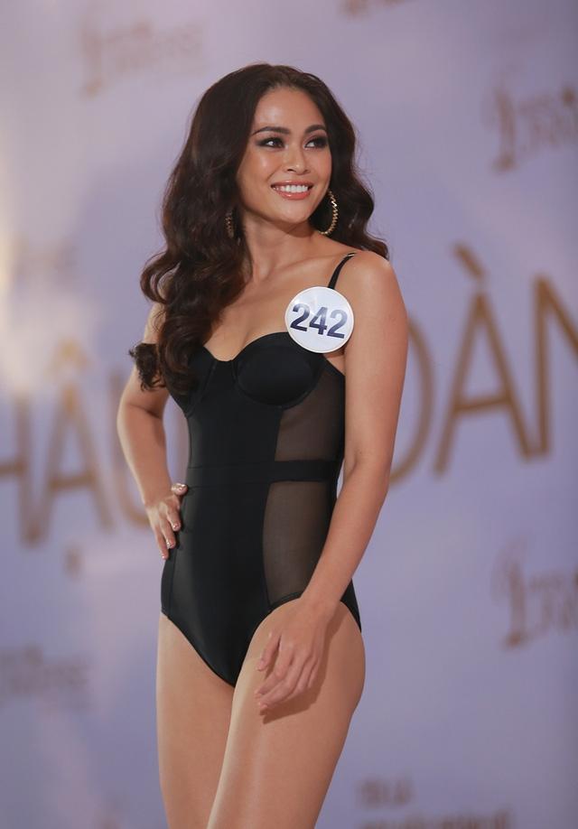 Mâu Thị Thanh Thủy cũng được chú ý khi ngay khi xuất hiện, dù là người mẫu chuyên nghiệp, nhưng Mâu Thủy vẫn bị ban giám khảo nhắc nhở về cách trình diễn không có sự giao lưu với giám khảo.
