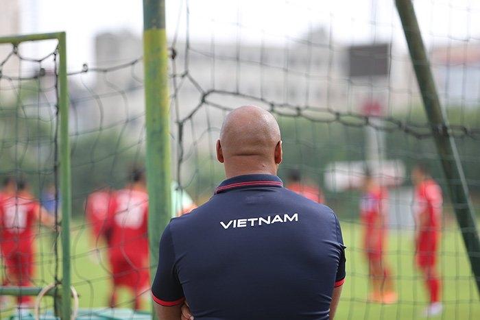 Tuyển Việt Nam, HLV Mai Đức Chung, HLV Hoàng Anh Tuấn