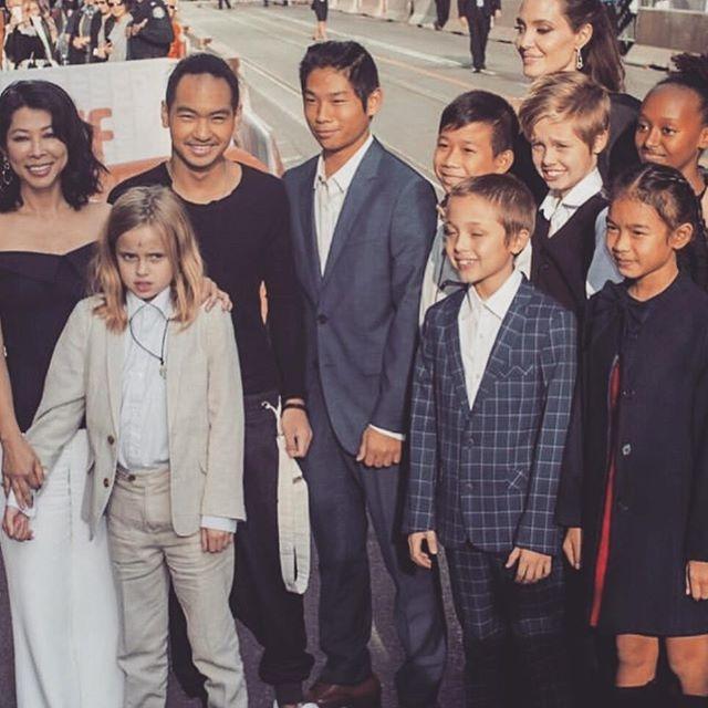 Rộ tin con gái ruột của Angelina Jolie và Brad Pitt muốn chuyển giới  - Ảnh 2.