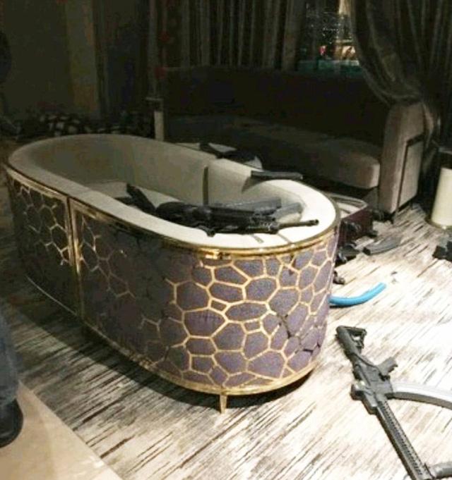 Các vũ khí bên trong nhà tắm phòng khách sạn của Paddock (Ảnh: Teloegraph)
