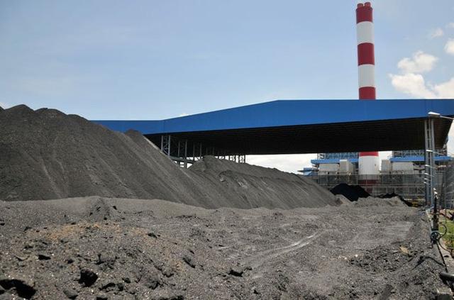 Việt Nam hiện đang khủng hoảng thừa tro, xỉ nhiệt điện than gây ô nhiễm trong khi tại các nước, đây là mặt hàng giảm thuế bán rất chạy (ảnh minh hoạ)