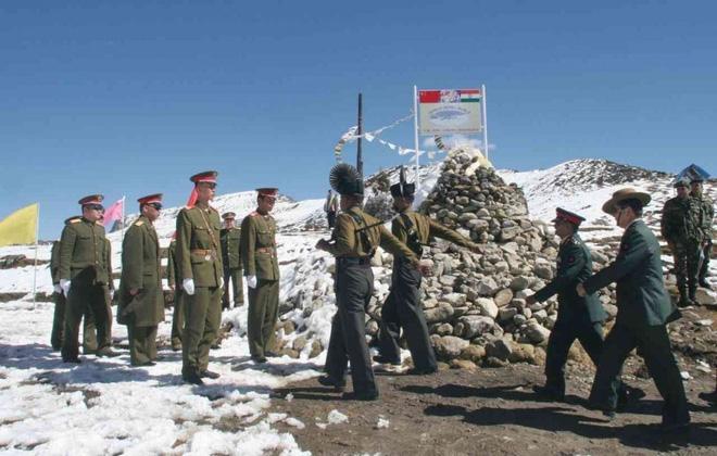 Ấn Độ báo động sẵn sàng chiến đấu cao trên toàn tuyến biên giới với Trung Quốc - Ảnh 1.