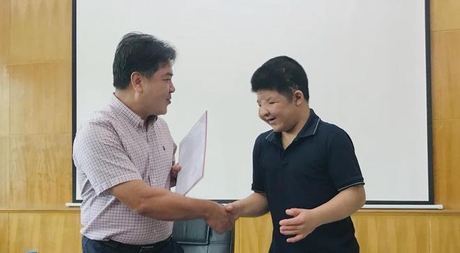 Con trai diễn viên Quốc Tuấn: Bố Tuấn làm gì cũng nghiệp dư, chỉ yêu Bôm là pro. - Ảnh 3.