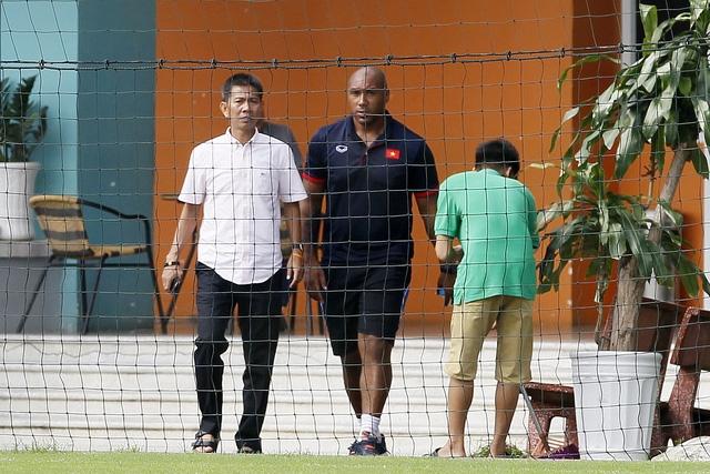 Cựu thủ thành Blackburn Rover Jason Brown đã bất ngờ có mặt trên trên sân tập của đội tuyển Việt Nam - Ảnh: Gia Hưng