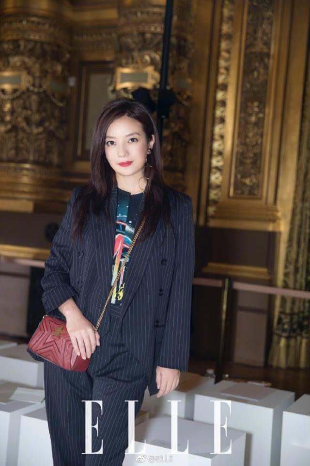 Kết hôn gần 10 năm, Triệu Vy và ông xã đại gia vẫn nắm tay lãng mạn thế này - Ảnh 3.