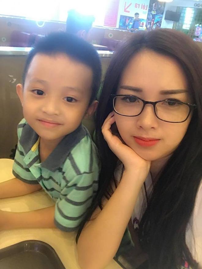 Single mom xinh đẹp kể về những ngày đi diễn kiệt sức để kiếm tiền, con ở nhà gọi ông bà là bố mẹ - Ảnh 4.