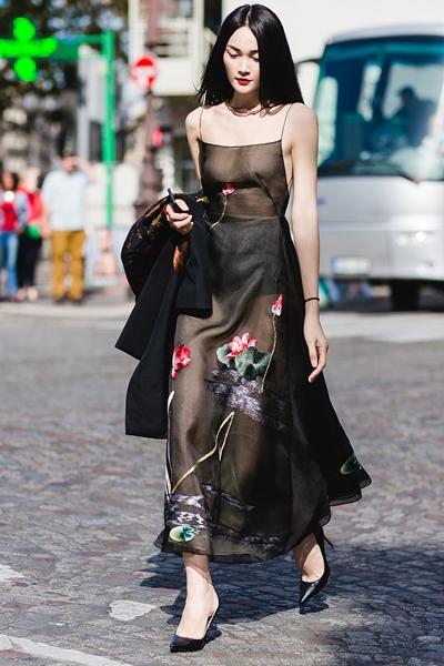 Thùy Trang khoe ngực trần trong bộ váy của nhà thiết kế Trần Hùng.