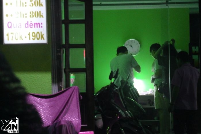 Tối Trung thu đổ mưa tầm tã, khách sạn nhà nghỉ tại TP.HCM rơi vào cảnh cháy phòng