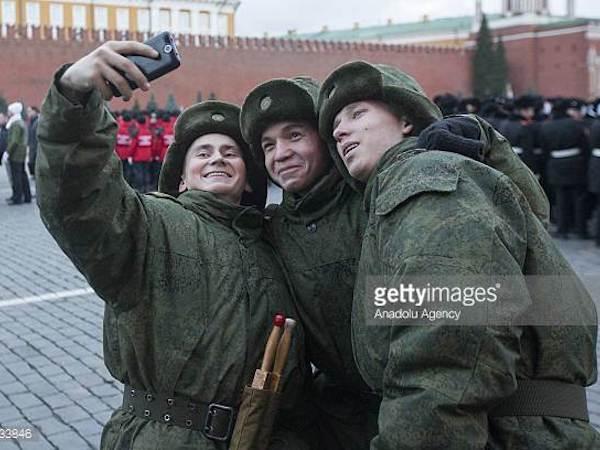 Nga cấm quân nhân chụp hình
