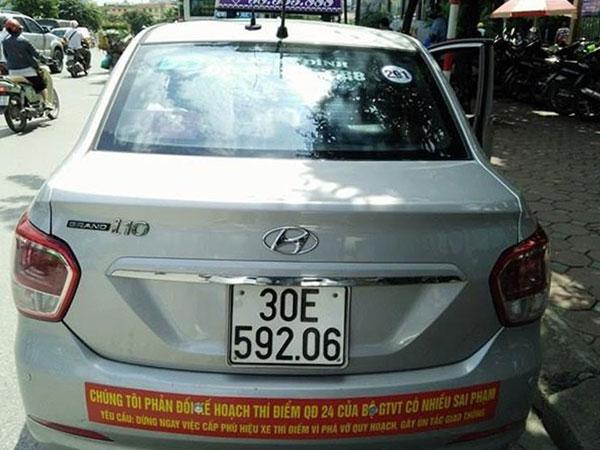 """Phía sau cuộc chiến taxi truyền thống với Grab, Uber: Lái xe taxi ồ ạt """"nhảy"""" việc"""